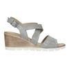 Kožené sandály na klínku s perforací bata, šedá, 666-2606 - 15