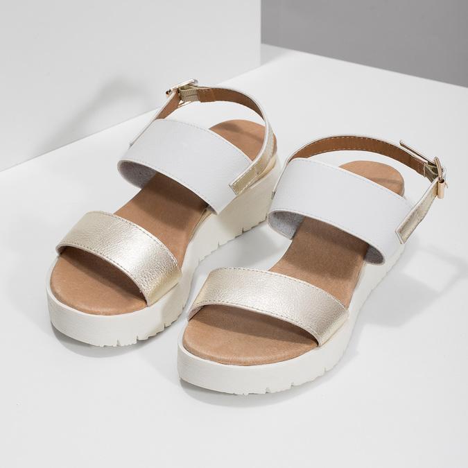 Dámské sandály se zlatými pásky na flatformě bata, bílá, 661-1614 - 16