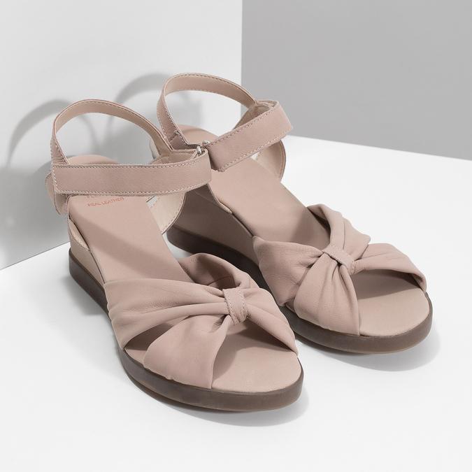 Béžové kožené sandály na klínku flexible, béžová, 666-5617 - 26