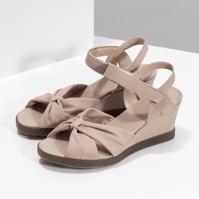 Béžové kožené sandály na klínku flexible, béžová, 666-5617 - 16