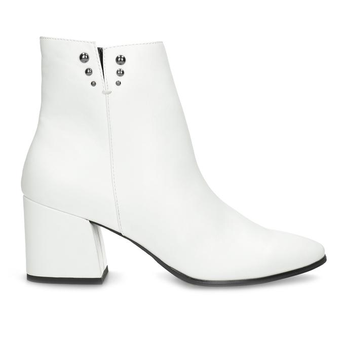 Bílé kotníčkové kozačky s kovovými cvoky bata, bílá, 791-1631 - 19