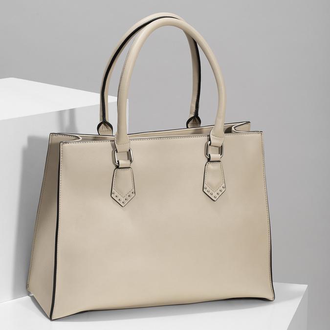 Dámská béžová kabelka s kovovými cvoky bata, béžová, 961-8962 - 17