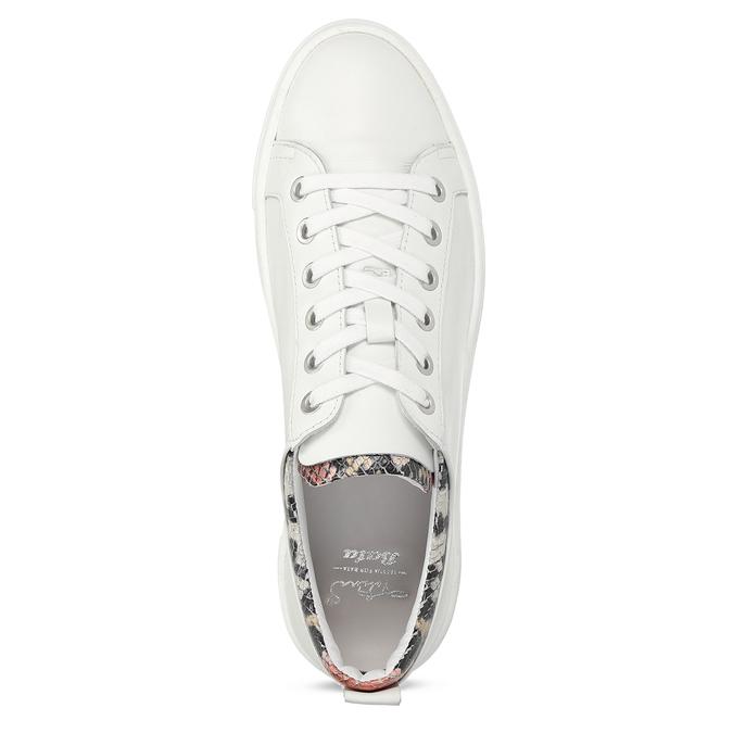 Bílé dámské kožené tenisky s hadí texturou bata, bílá, 544-5601 - 17